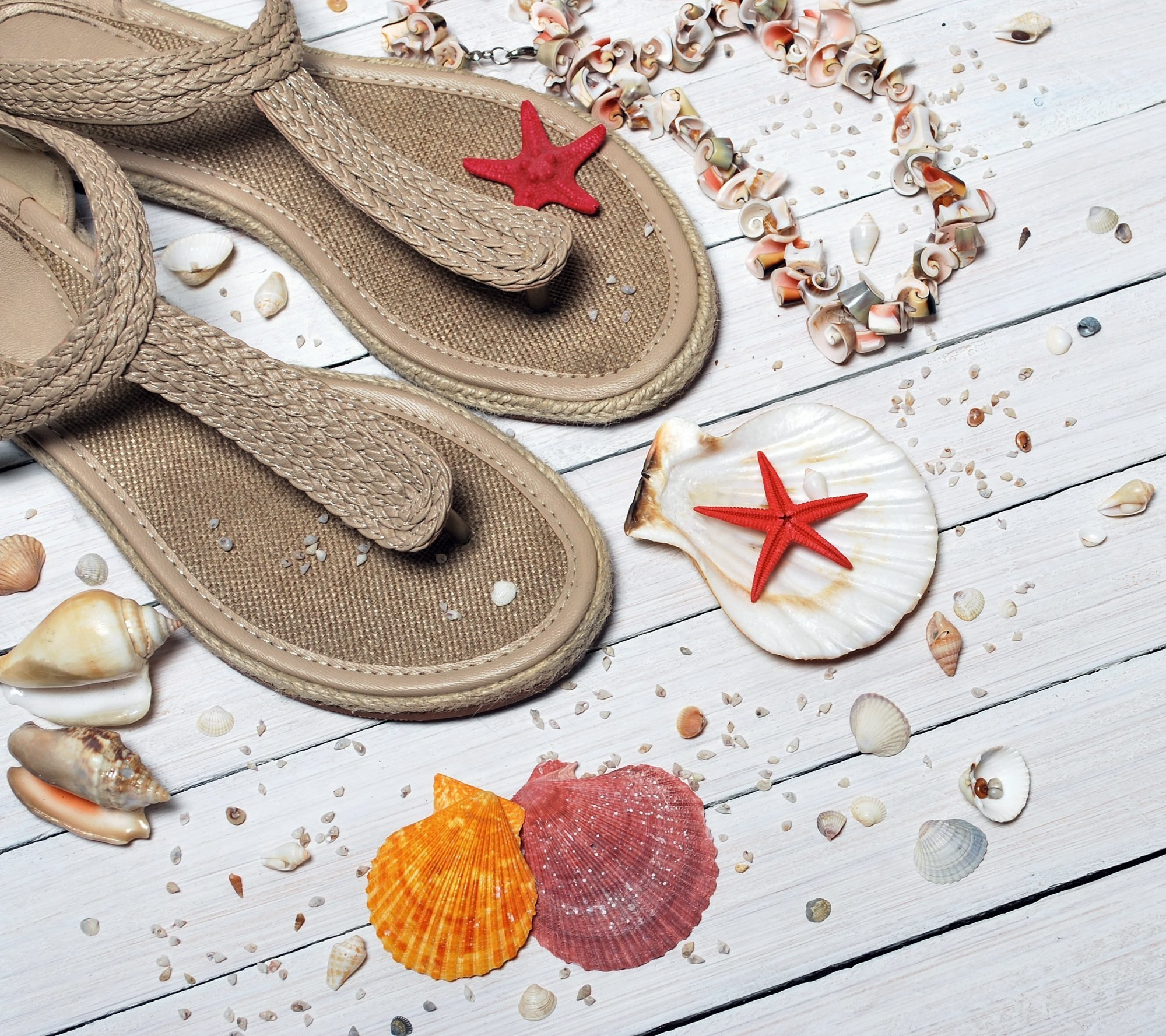 flip flops and beach hat