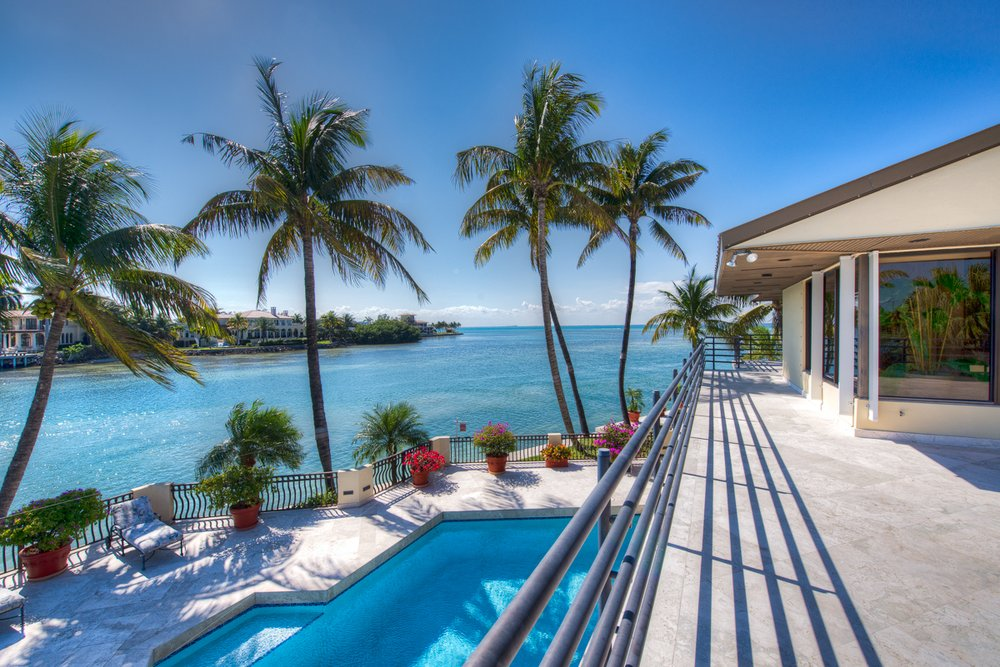 Image gallery oceanfront homes for Luxury beachfront property for sale